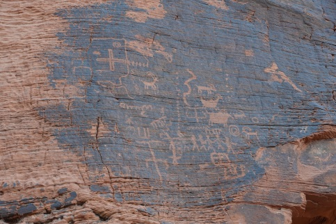 Petroglyphs on Mouse's Tank Trail